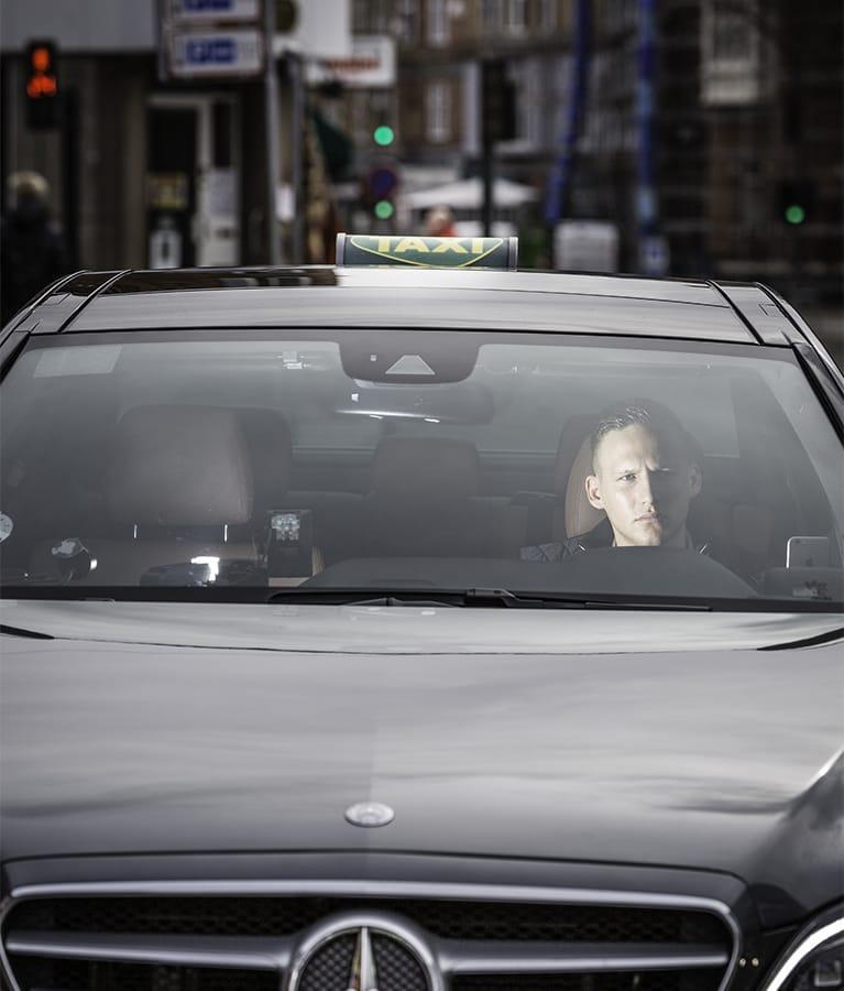 koncentreret taxachauffør